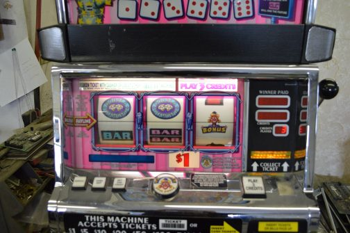 Double triple diamond deluxe with cheese slot machine what is the probability of getting a straight in poker