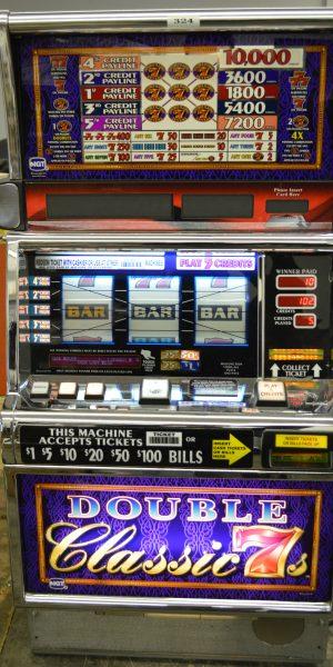 Double Classic 7's slot machine